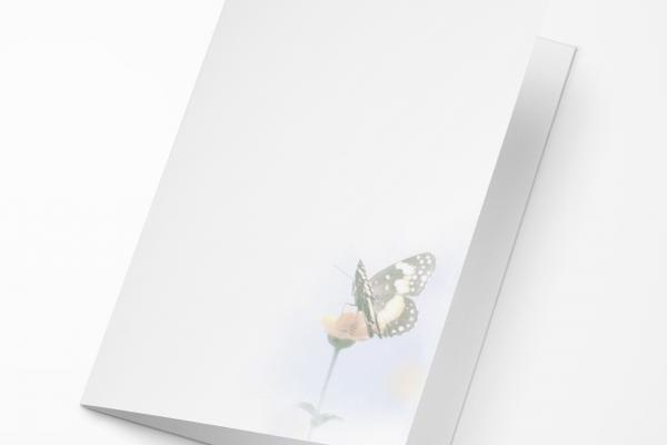 Rouwkaart Nova Memoria - Vlinder op Bloem