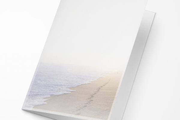 Rouwkaart Nova Memoria - Voetstappen Strand